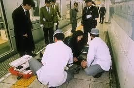 Жертвы теракта Аум Синрикё в метро.